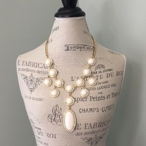 Jewelry - Lilly Pulitzer Gold Embellished Bauble Necklace